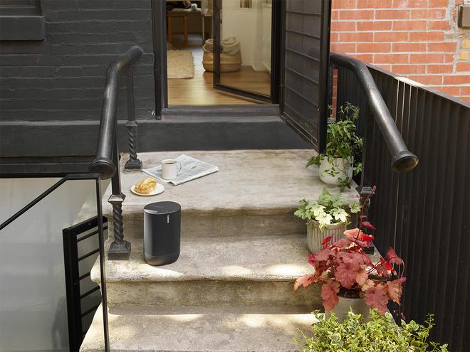 Sonos MOVE na schodach